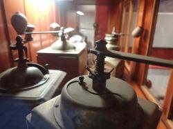 W muzeum możemy obejrzeć dużą kolekcję młynków do kawy foto: Kasia