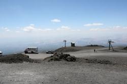 Na wulkan można się dostać kilkoma sposobami: kolejką, samochodem lub na pieszo | Charter.pl foto: Piotr Kowalski