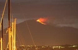 Wybuchająca Etna widziana z pokładu naszego jachtu | Charter.pl foto: Kasia Koj