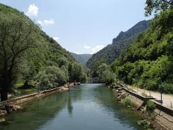 Kanion Matka, krótki przystanek w Macedonii w drodze na rejs   Charter.pl foto: Piotr Kowalski