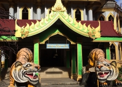 Tiger Cave Temple, największa atrakcja na wyspie Krabi | Charter.pl foto: Kasia Koj