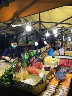 Niesamowicie kolorowe i aromatyczne stragany z jedzeniem | Charter.pl foto: Basia