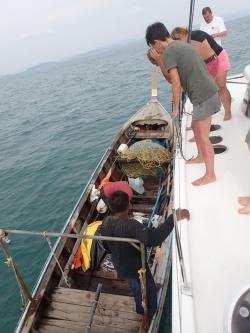 Od rybaków można zakupić świeżą, smaczną rybkę | Charter.pl foto: Kasia Koj