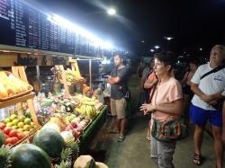 Nawet późno w nocy możemy kupić jedzenie | Charter.pl foto: Kasia Koj