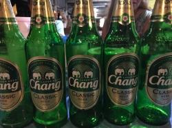 Nie samym ryżem człowiek żyje :) Najlepsze w Tajlandii to piwo Chang | Charter.pl foto: Basia