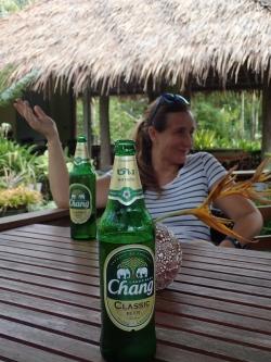 Nie samym ryżem człowiek żyje :) Najlepsze w Tajlandii to piwo Chang | Charter.pl foto: Piotr Kowalski