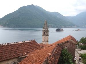 Wyspa św. Jerzego (Sveti Đorđe) to jedna z dwóch wysepek u wybrzeży miasta Perast w Zatoce Kotorskiej | Charter.pl foto: Kasia Kowalska