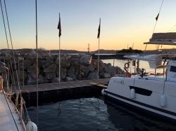 Piękna marina w Neapolu, dokładnie w Pozzuoli znajduje się w idealnym miejscu, aby dotrzeć na wyspy Capri, Ischia i Procida. | Charter.pl foto: Piotr Kowalski