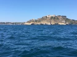 Na początek obieramy kurs na wyspę Ischia | Charter.pl foto: Piotr Kowalski