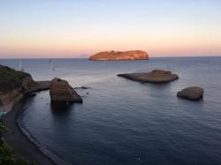 Na wyspie Ischia jest pięknie, ale Ponza czeka. Czas płynąć dalej | Charter.pl foto: Piotr Kowalski