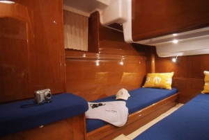 Beneteau Antares 13.80 | Charter.pl foto: www.masteryachting.hr