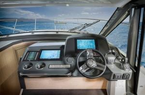 Wnętrze jachtu motorowego Bavaria R40 FLY | Charter.pl foto: www.bavariayachts.com