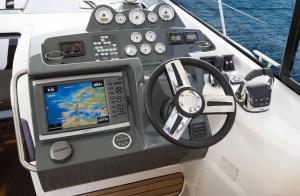 Wnętrze jachtu motorowego Bavaria S40 Coupe | Charter.pl foto: www.yacht-charter-center.de