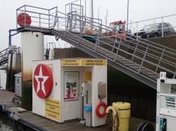 Stacja benzynowa w porcie Nieupoort foto: Kasia Koj