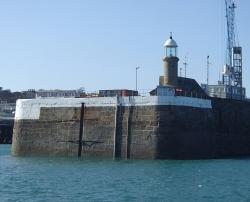Długo wyczekiwane główki Saint Peter Port foto: Katarzyna Kowalska