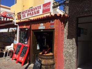 Stolica wyspy – San Sebastian de la Gomera to gwarne miasto pełne turystów przez cały rok. Trafiliśmy tutaj do wspaniałej knajpki   Charter.pl foto: Kasia Kowalska