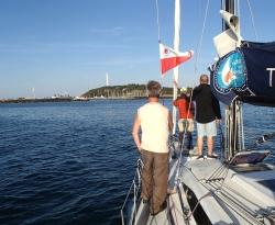 Załoga już gotowa do manewrów portowych - Charter.pl foto: Katarzyna Kowalska