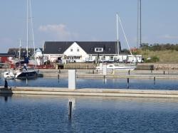 Port Anholt prezentuje się bardzo ładnie - Charter.pl foto: Katarzyna Kowalska