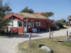 Jeden z nielicznych sklepów na wyspie - Charter.pl foto: Katarzyna Kowalska