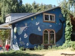 Z fantazją pomalowany domek na wyspie Anholt - Charter.pl foto: Katarzyna Kowalska