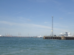 Southampton królewskie i jeden z ważniejszych portów handlowych. Nabrzeża ciągną się kilometrami foto: Katarzyna Kowalska