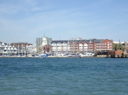Marinę Town Quay pięknie się prezentuje | Charter.pl foto: Katarzyna Kowalska