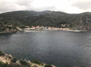 Wejście do Marina di Capraia Isola | Charter.pl foto: Marcin Krukierek