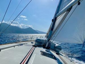 Wybrzeże Korsyki wita nas piękną pogodą i zapowiedzią cudownego portu foto: Justyna & Bartek