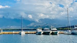 Port Calvi na Korsyce w całej okazałości   Charter.pl foto: Justyna & Bartek