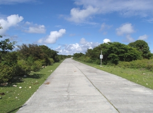 Wyspę można zwiedzić skuterkiem w ciągu dwóch godzin | Charter.pl foto: Kasia Kowalska