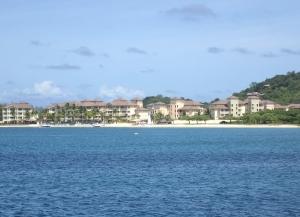 Zatoka Rodney Bay jest zabudowana na całej długości przez ośrodki wczasowe foto: Kasia Koj