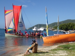 Wyścigi łodzi budzą duże zainteresowanie, nie tylko wśród turystów, ale wśród miejscowych również | Charter.pl foto: Katarzyna Kowalska