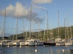 Widok na marinę, pamiętajcie na Karaibach mamy system IALA B | Charter.pl foto: Katarzyna Kowalska