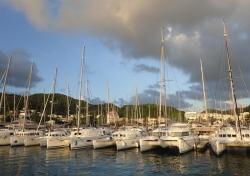 Widok na marinę, pamiętajcie na Karaibach mamy system IALA B | Charter.pl foto: Kasia Koj