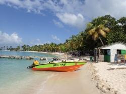 Błękitna karaibska woda - rejs na Karaibach foto: Charter.pl