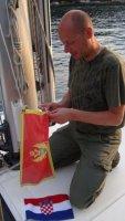 Zmiana banderki po odprawie celnej  foto: Jola Szczepańska