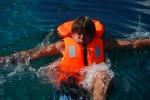 Lekcja pływania 2 - samodzielnie do brzegu foto: Jola Szczepańska