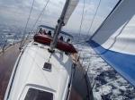 W drodze do portu Solenzara (Korsyka). Wyszło słońce, od razu przyjemniejsza zrobiła się żegluga.  foto: Kasia
