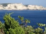 Bonifacio jest atrakcyjnie położonym nad Cieśniną Świętego Bonifacego miasteczkiem. foto: Kasia
