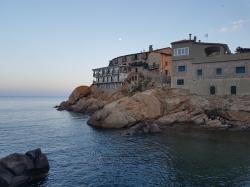 Giglio przepiękna wyspa, swoją sławę zawdzięcza kapitanowi Francesco Schettino foto: Adam Leszczyński
