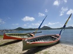 Zanim łodzie wyruszą w morze odpoczywają na brzegu foto: Kasia