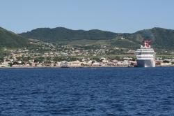 Saint Kitts i Nevis - mała wysepka, ale tłumnie odwiedzana foto: Piotr